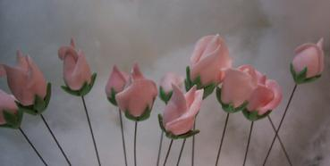 sugarpaste wired rose buds